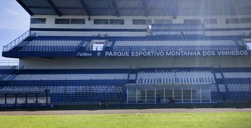 IMG[Tintas Killing revitaliza pintura do estádio do Clube Esportivo de Bento Gonçalves]